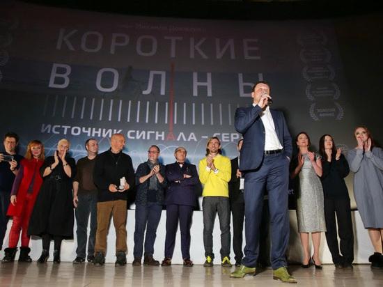 Александр Кибовский, Евгений Маргулис, Елена Ханга и Иван Кокорин на премьере фильма «Короткие волны»