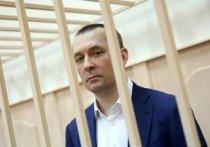 Полковник-миллиардер Дмитрий Захарченко предпринял отчаянную попытку избавиться от государственного обвинителя