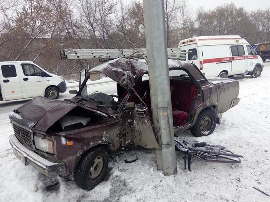 Три человека травмировались в серьезном ДТП в Кузбассе