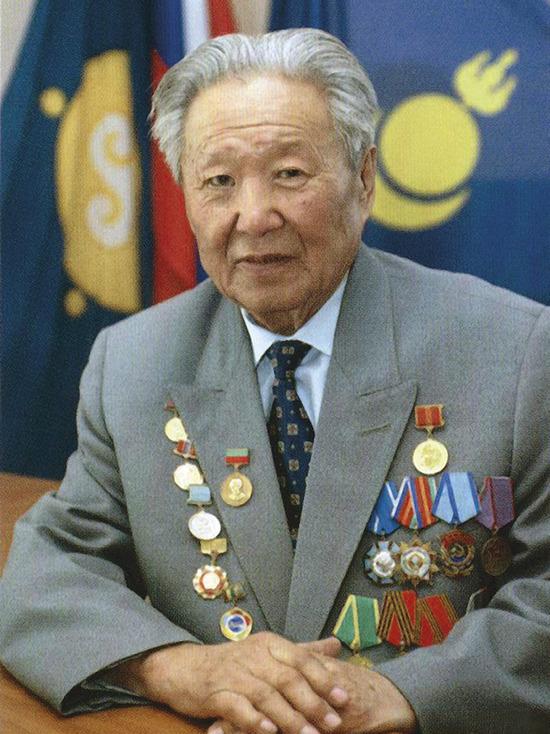 К 90-летию видного партийного, хозяйственного и общественного деятеля Бурятии Георгия Петрова