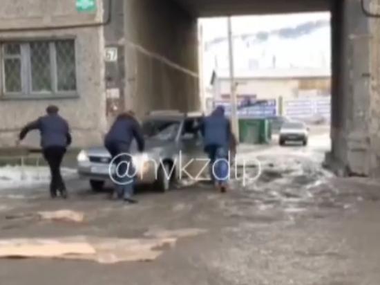 Новокузнецкие водители попали в ледяную ловушку