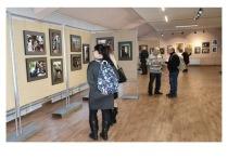 Серпуховичей приглашают посетить экспозицию «100 мадонн»