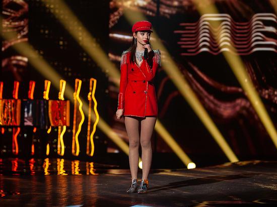 Из третьего выпуска шоу «ПЕСНИ» на ТНТ многим зрителям запомнилась участница Alana из Владимира