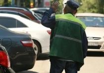 Почему в Алматы не убрали нелегальных парковщиков