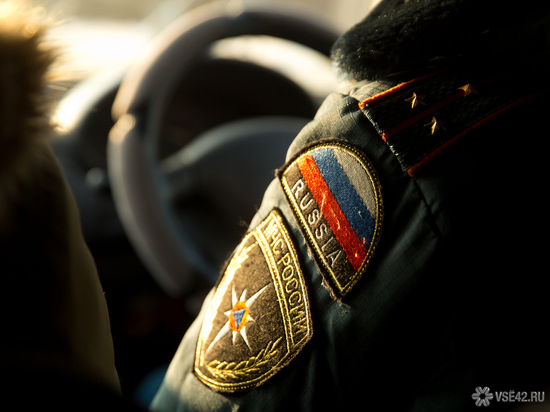 Мужчину спасли при пожаре в кузбасском поселке