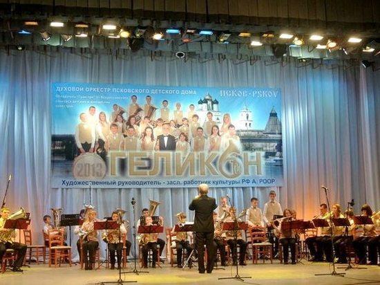 Благотворительным концертом отметит сегодня 15-летие оркестр «Геликон»