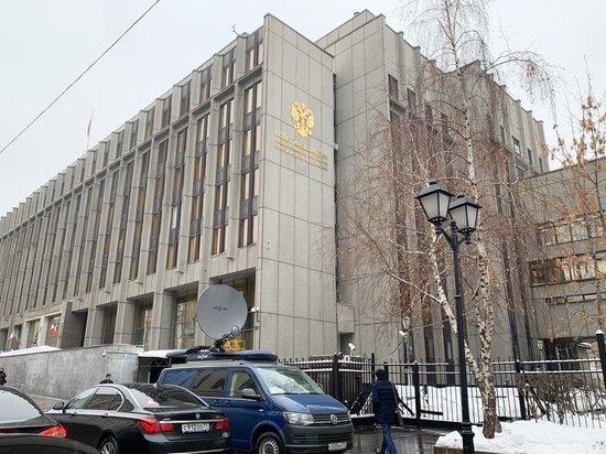 Совет Федерации одобрил закон о запрете фейковой информации