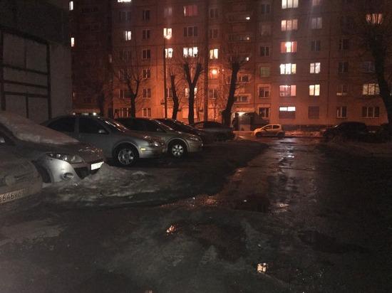 «Те же сволочи, что и год назад»: на северо-западе Челябинска порезали колеса десяткам машин, припаркованным во дворах