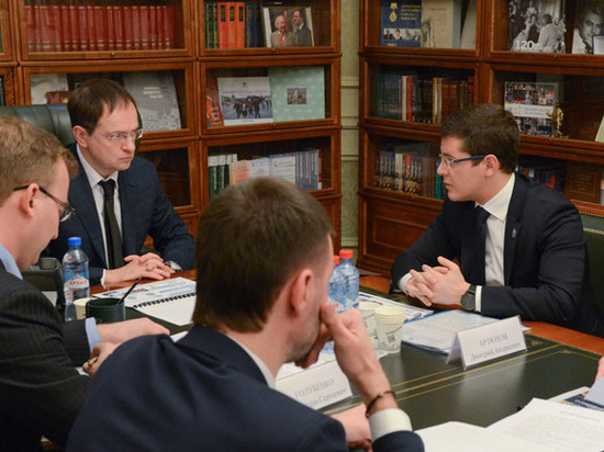 Глава Ямала рассказал Владимиру Мединскому о состоянии культурных объектов в регионе