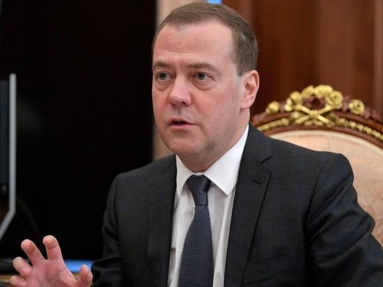 Медведев согласился пересчитать надбавки к пенсиям бедняков
