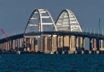 На Крымском мосту уложили уже половину железнодорожных путей