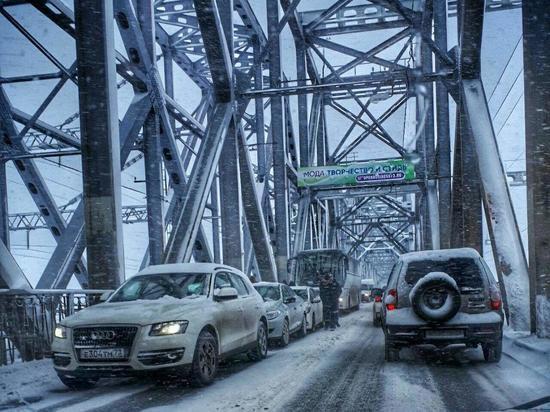 Движение на обоих мостах в Ульяновске встало