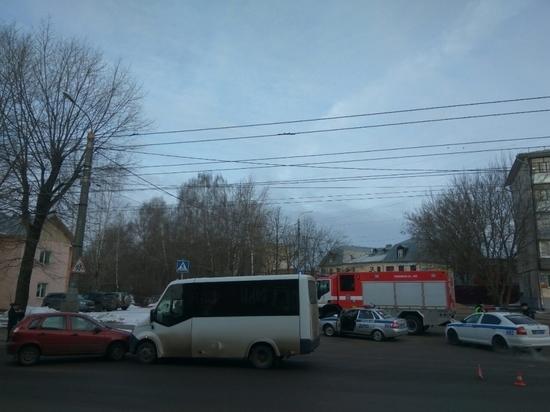 ДТП с пассажирской маршруткой произошло в Калуге