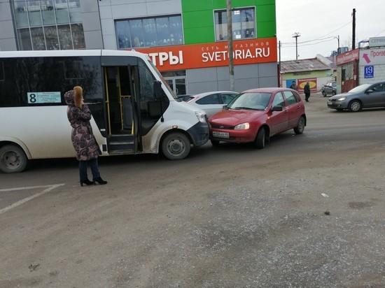 Два пассажира пострадали в попавшей в ДТП маршрутке в Калуге