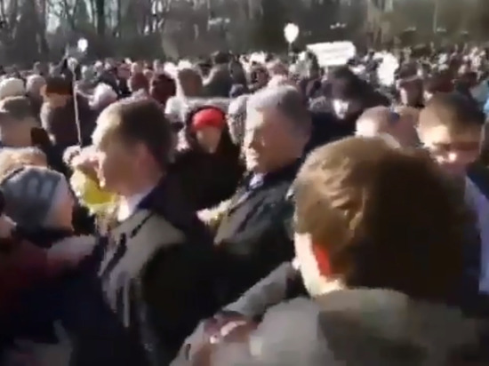 Избирательница отказалась целовать Порошенко на митинге