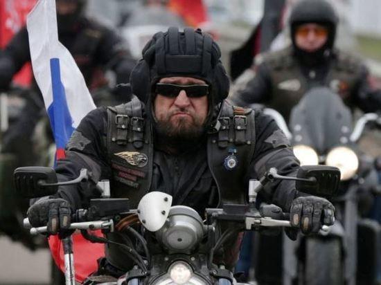 В день Крымской весны в Севастополе развернут самый большой триколор
