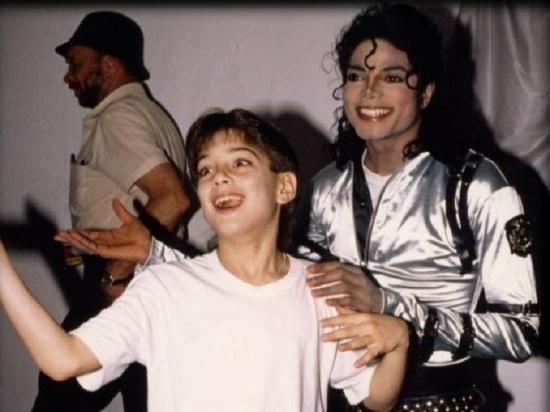 Первый канал снял с показа нашумевший фильм о Майкле Джексоне