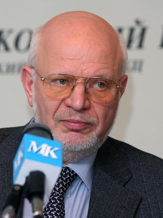 Федотов предложил прикреплять бомжей-пенсионеров к приемным семьям