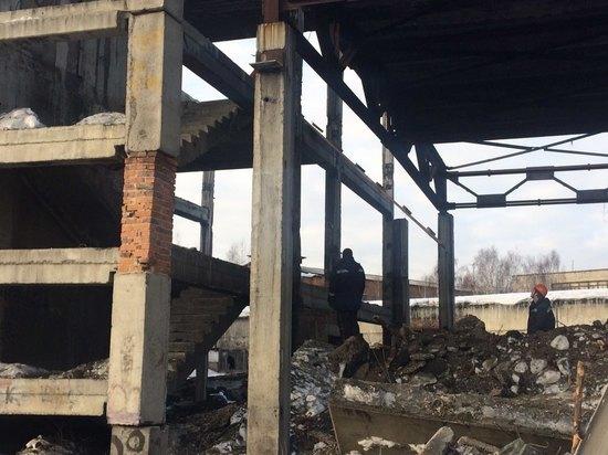 В Новокузнецке рушат аварийный долгострой