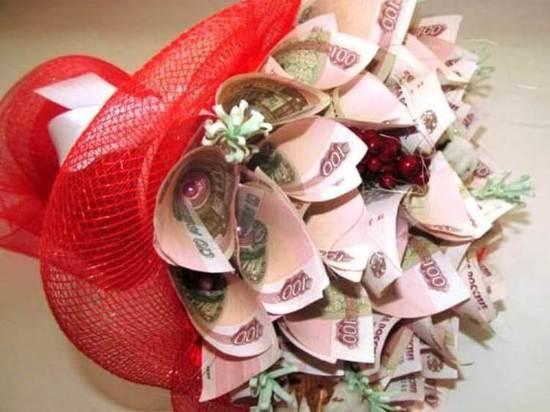 Брянская цветочница отдала аферистам 10 тысяч из кассы