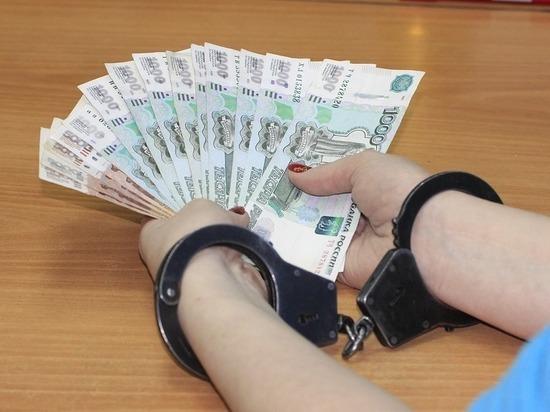 Белгородскую чиновницу поймали за взятку на рабочем месте