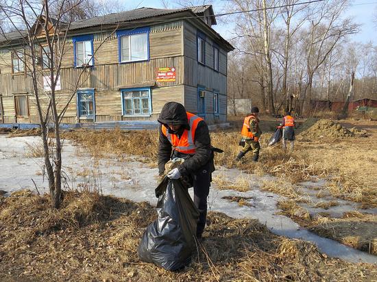 В Хабаровске стартовала санитарная уборка города