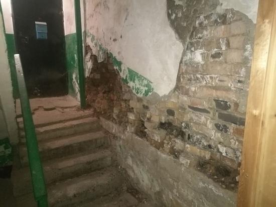 Пункт временного размещения подготовили рядом с разрушающимся домом в Чите