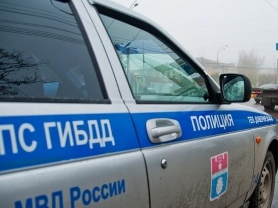 Очевидцы: в центре Волгограда утром столкнулись три  иномарки