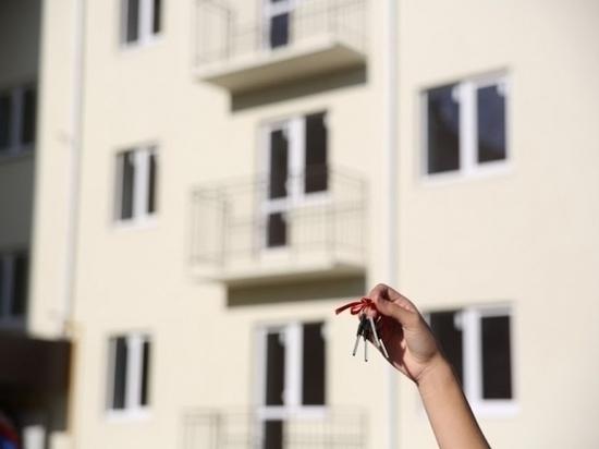 Молодые волгоградские семьи начали получать свидетельства на соцвыплаты