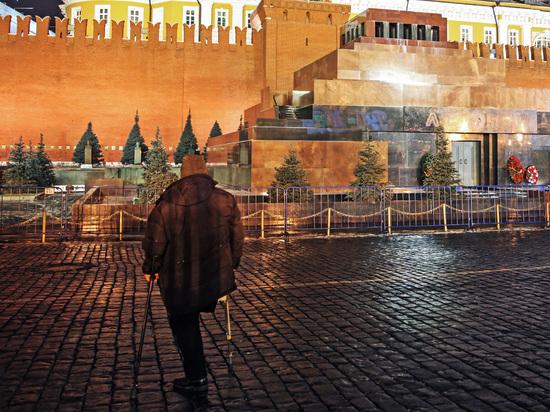 В Москве облили оливковым маслом Мавзолей Ленина