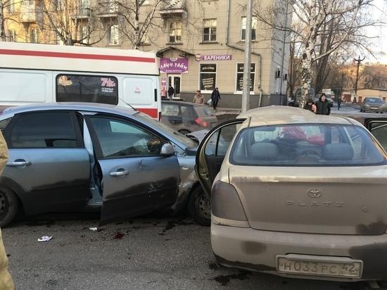 В Новокузнецке ищут свидетелей аварии с двумя иномарками