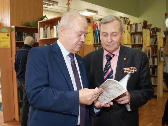 В Калуге презентовали книгу, посвящённую истории комсомола