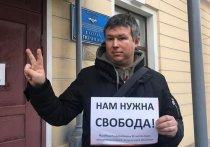 В Петербурге сильно избили известного правозащитника