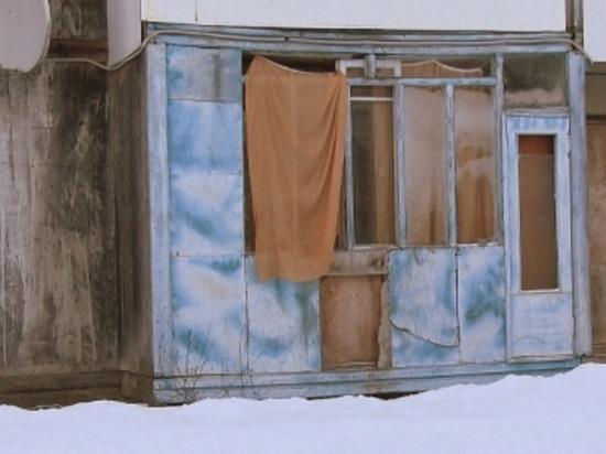 Жители поселка Гусино Краснинского района 10 лет живут в опасном доме