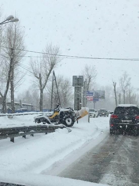 Пьяный ульяновец на угнанном снегоходе врезался в 4 автомобиля