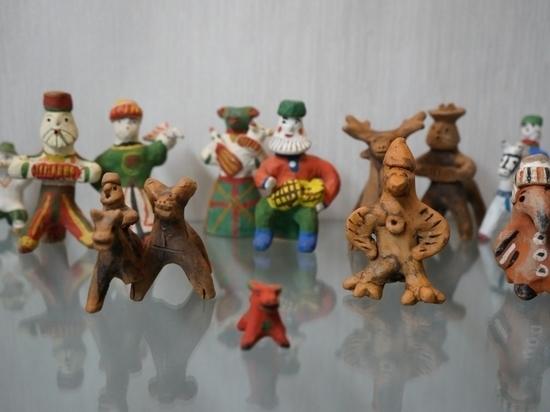 В Архангельской Добролюбовке открывается выставка глиняной игрушки