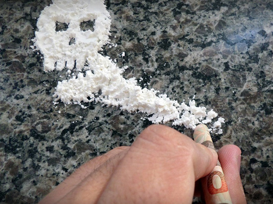 В интернете детей  сажают на наркотики  и вербуют  в наркокурьеры