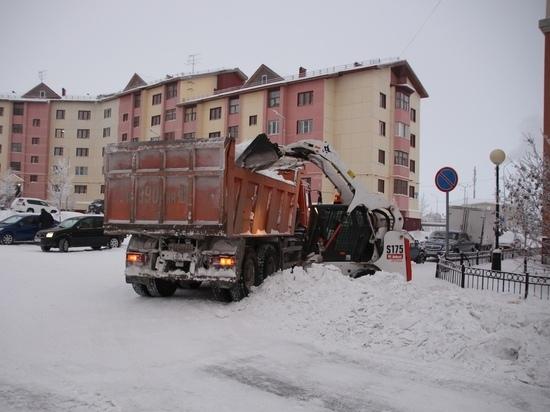 Поторопить коммунальщиков Ямала с уборкой снега можно по «горячей линии»