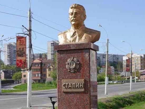 Возрождение культа Сталина сулит власти проблемы: ни побед, ни справедливости