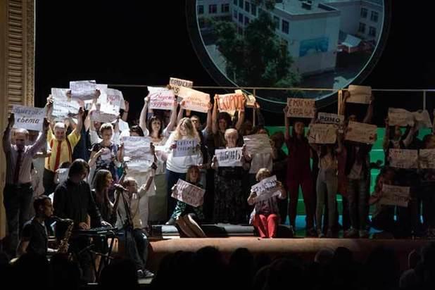 На «Золотую маску» привезли 100 воронежцев с их проблемами