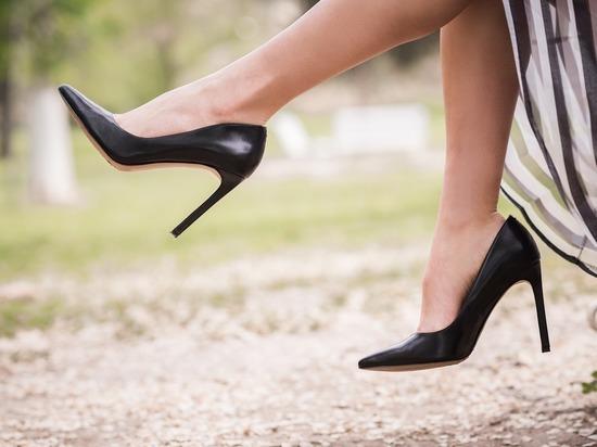 Врачи рассказали, какая обувь самая травмоопасная