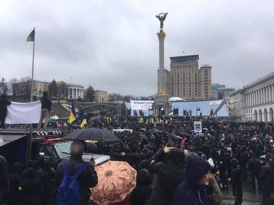 Восемь тысяч украинских националистов заняли Майдан