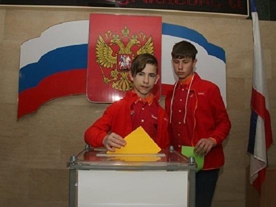 """В """"Артеке"""" провели свой референдум: """"за"""" и """"против"""" дипломатии"""