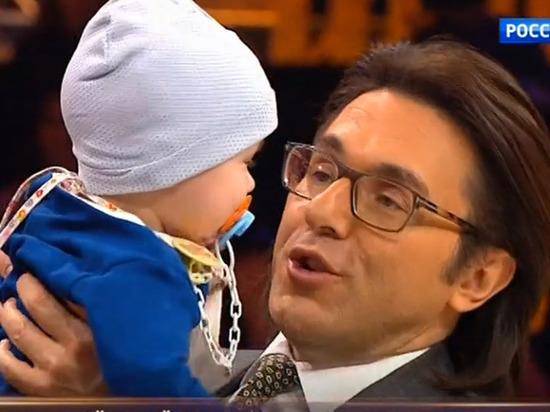 «У самого ребенок»: Андрей Малахов признался, что все новогодние праздники переживал за мальчика Ваню из Магнитогорска