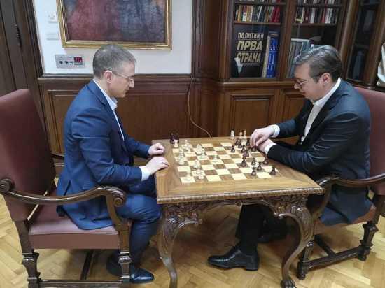 Во время попытки госпереворота в Белграде Вучич играл в шахматы