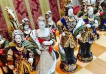 Жительница Новосибирска продает «царские» шахматы с золотом