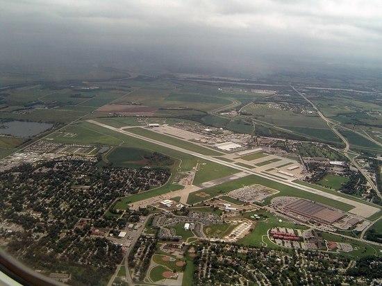 В США авиабаза ВВС ушла под воду из-за разлива Миссури