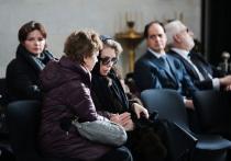 На прощании с Игорем Малашенко Божена Рынска оказалась в вакууме