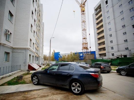 Куда обращаться в Волгограде, если машины заполонили двор