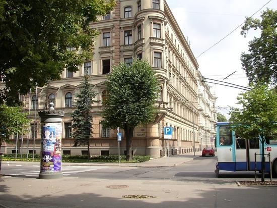Жительница Латвии вцепилась в волосы водителю из-за русского языка